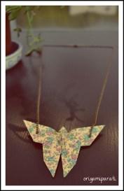 Colgante de mariposa de flores