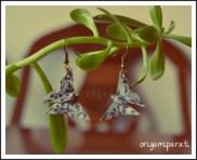 Pendientes de mariposas grises