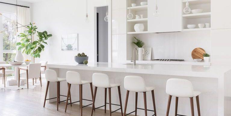 White High-End Farmhouse Kitchen
