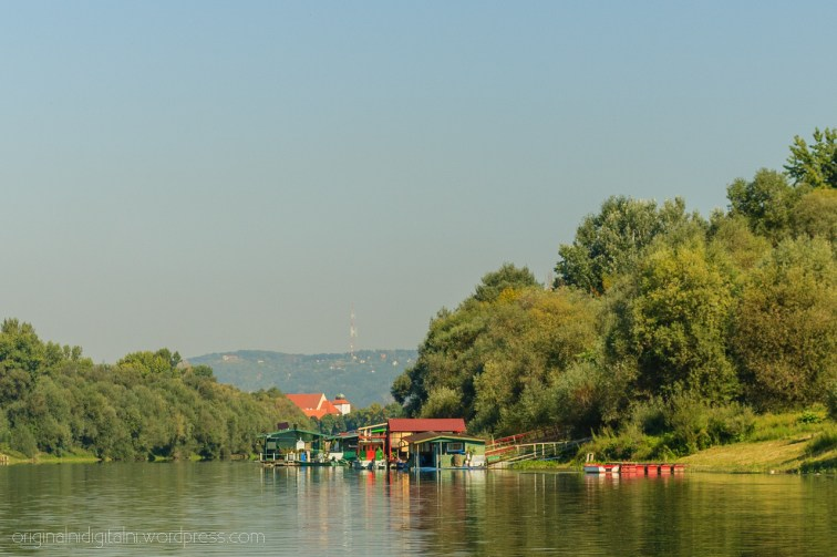 Splavarska ulica, Velika crkva i antena.