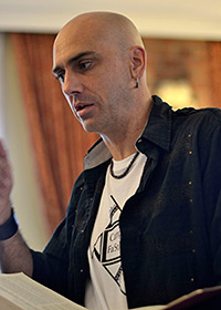 Tim Eriksen teaches a class at Camp Fasola Europe. Photograph by Ewan Paterson.
