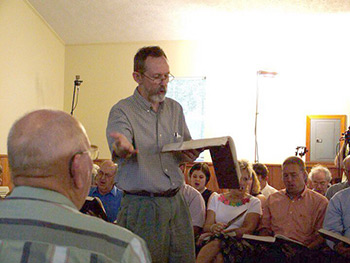 Jerry Enright leading at Liberty Baptist Church, Henagar, Alabama, July 3, 2005. Photograph courtesy of Karen Freund.