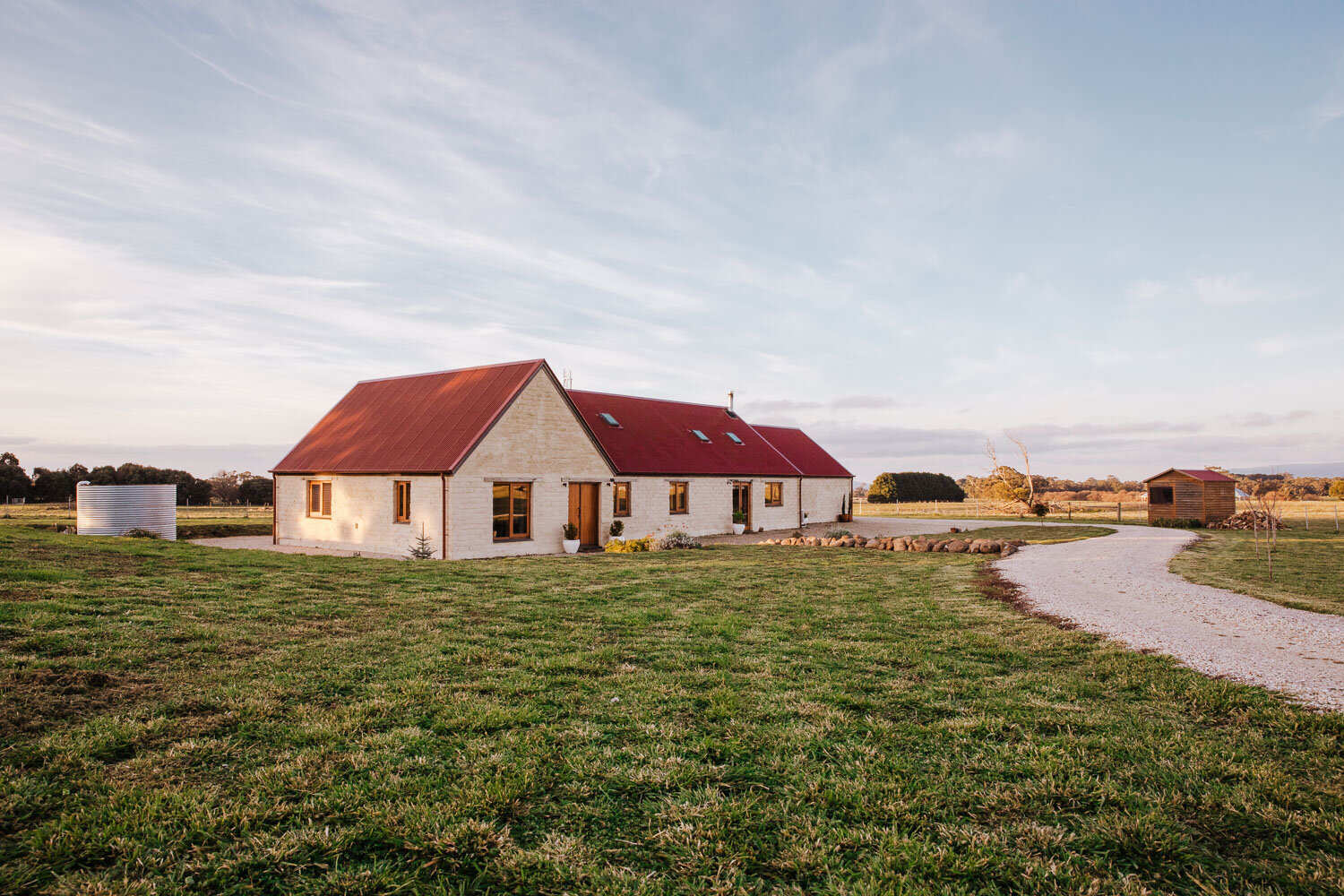 House-of-mud-and-straw-trentham-east-home-exterior-and-farmland