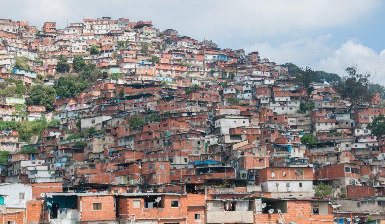 Petare_Slums_in_Caracas.jpg