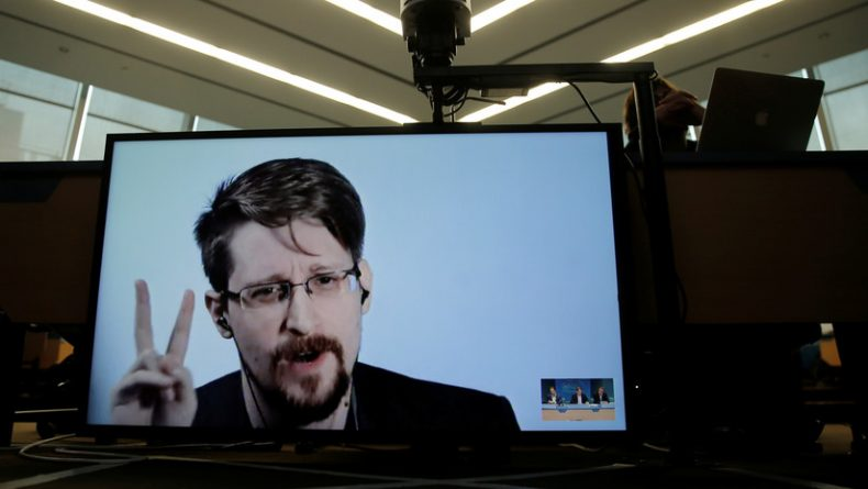 Snowden Alerts on the Most Effective Social Control Scheme in History (Social Networks)