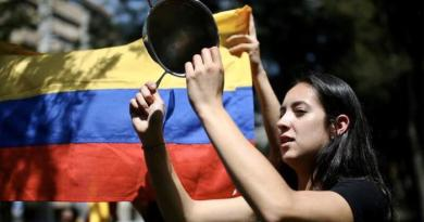 "Colombia: Social Media Users Call for a New Year's Eve ""Cacerolazo"""