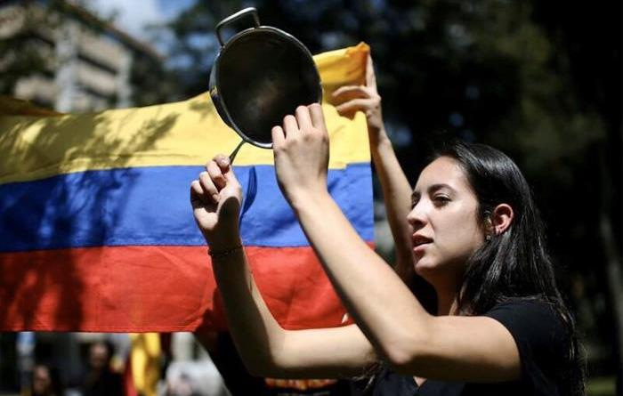 """Colombia: Social Media Users Call for a New Year's Eve """"Cacerolazo"""""""