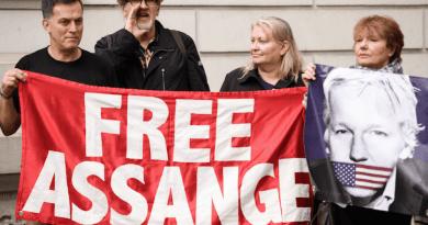 John Pilger: Visiting Britain's Political Prisoner