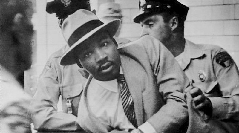 """FBI """"Honors"""" Martin Luther King Jr., 50 Years After Plotting to """"Neutralize"""" Him"""