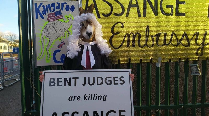 Outrage Over Judge's Refusal to Allow Assange to Sit With his Lawyers During Extradition Hearings