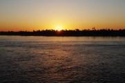 ナイル川の夕暮れ。次回は、アブシンベル、サハラ砂漠、カイロ 紀行です。