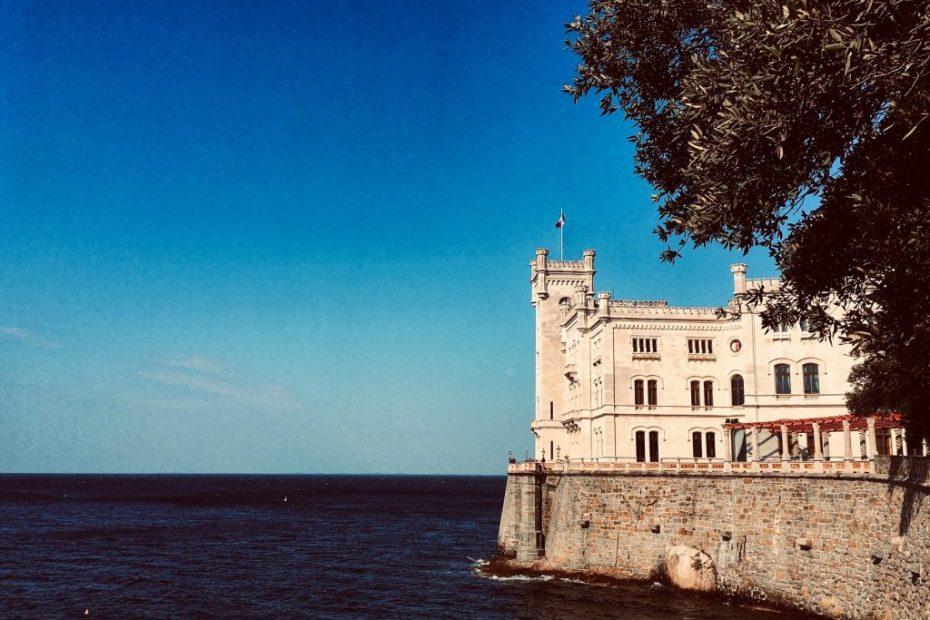Castello Miramare Trieste storia e leggenda