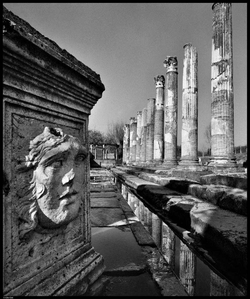 Particolare del Foro di Aquileia, foto Elio Ciol, Aquileia 2200 mostra Museo Ara Pacis