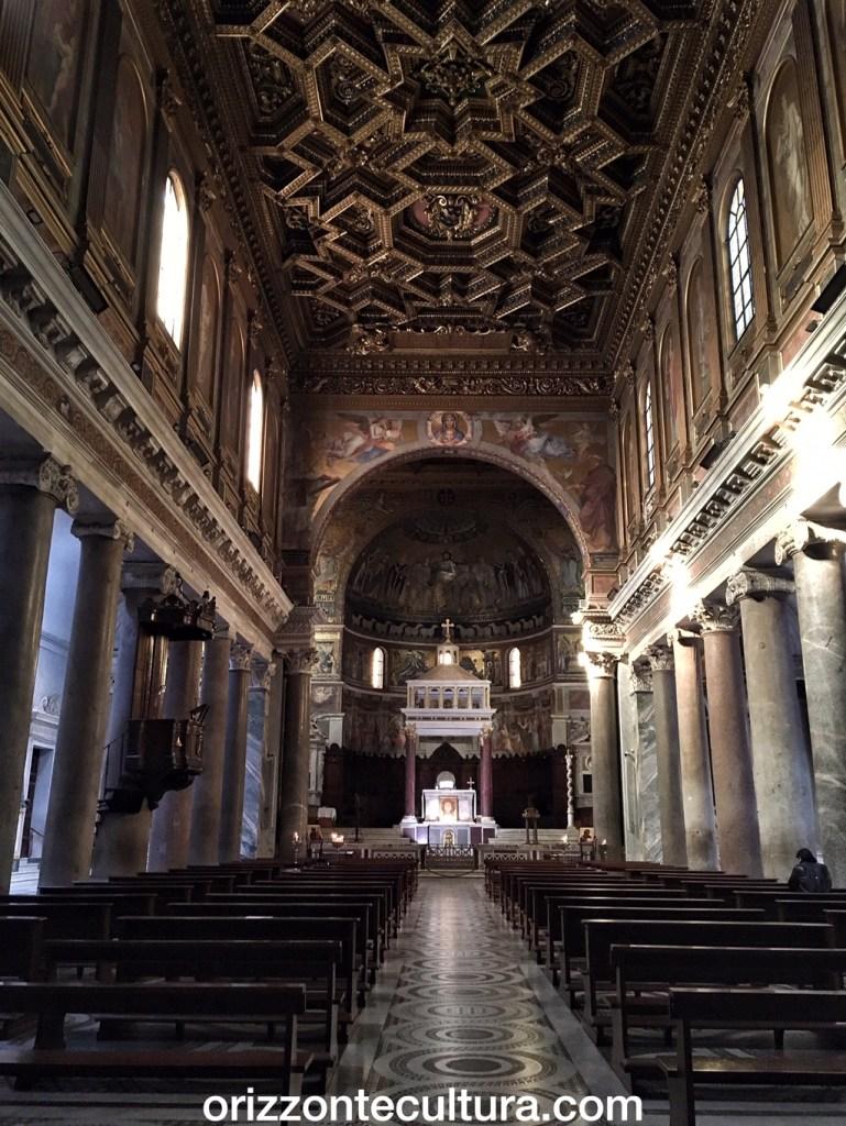 Basilica Santa Maria in Trastevere interno, Passeggiate romane