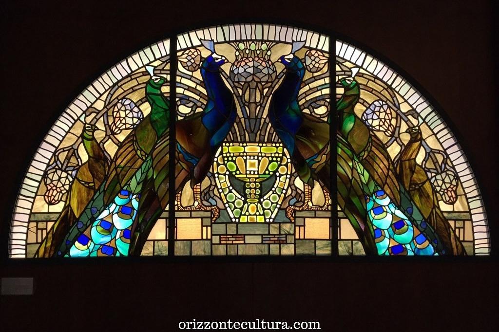 Casina delle Civette, dettaglio vetrata pavoni