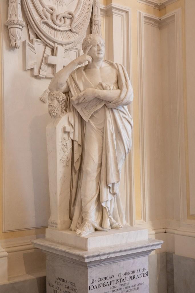 Statua sepolcrale dedicata a Piranesi, guida Aventino cosa vedere