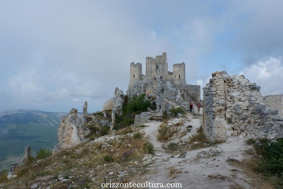 Rocca Calascio cosa vedere in uno dei luoghi più suggestivi d'Abruzzo