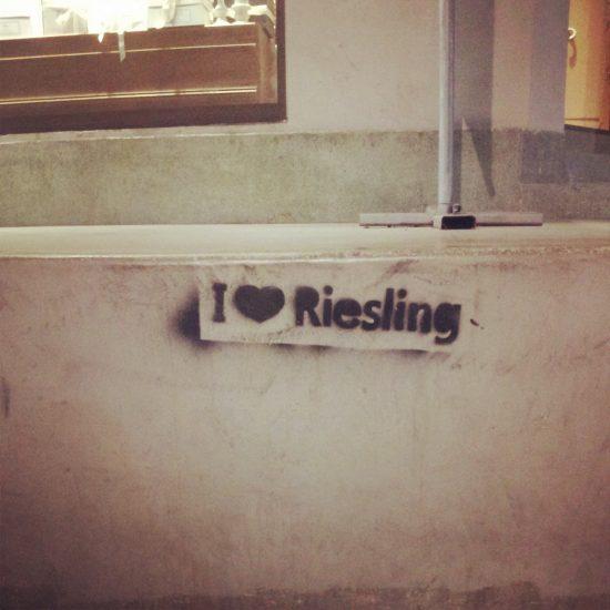 Stencil su Sheinkin: I love Riesling