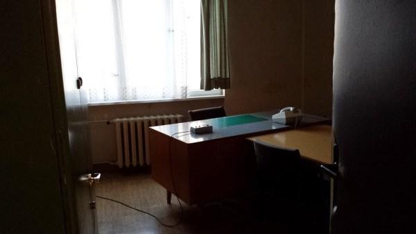 Una stanza per interrogatori, Hohenschonhausen (foto di Patrick Colgan, 2015)