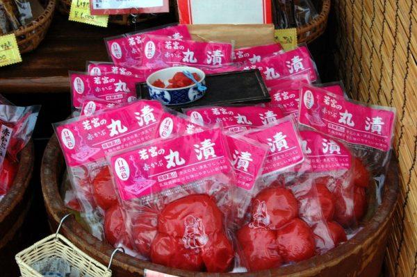 Tsukemono al mercato lungo il fiume, Takayama
