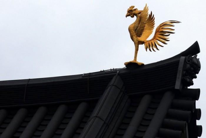 Una fenice sopra il tempio Byodoin di Uji
