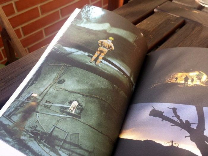 La versione originale del libro contiene bellissime foto di Monika Bulaj