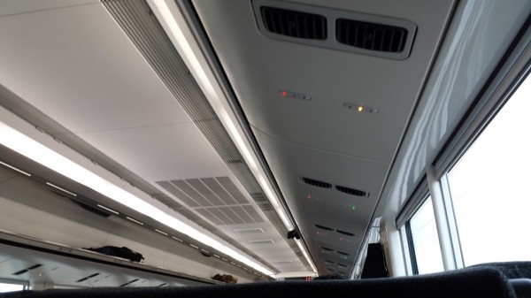 The red and green lights on Japanese trains show which seats are available