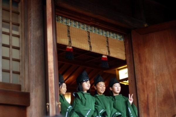 Babmbine al santuario di Hachiman