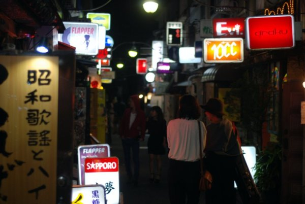 Bere un drink a Golden Gai; due passi fra i bar