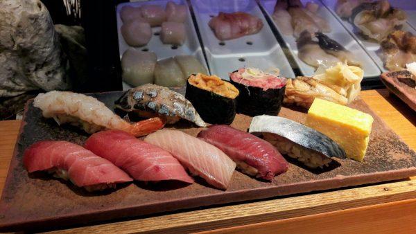 Un set di Kagurazushi, con vari tipi di tonno