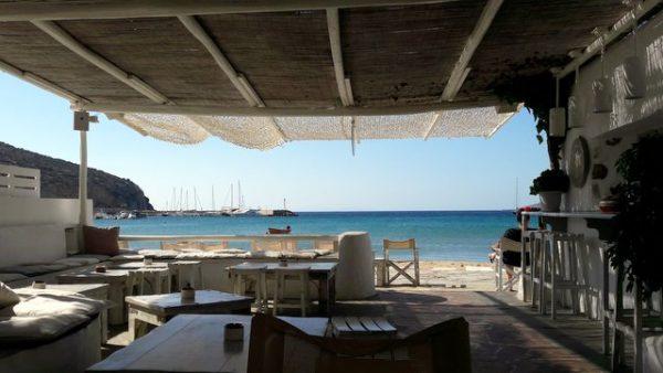 Palmyra, un simpatico bar sulla spiaggia a Platis Gialos, Sifnos