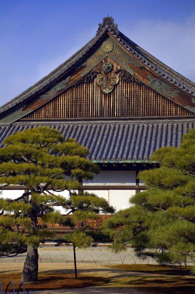Cielo azzurro sul castello Nijo, a Kyoto