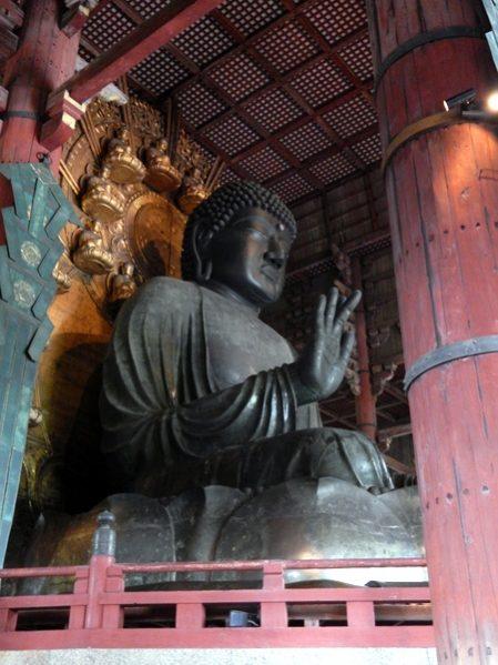 Il daibutsu di Nara, alto 15 metri
