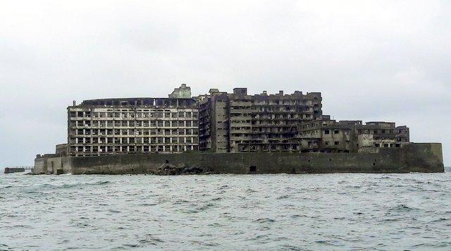 Visitare Gunkanjima: l'isola vista dalla barca