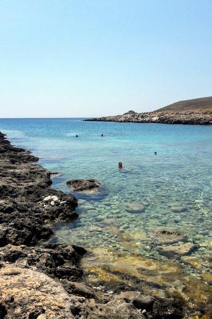 Spiaggetta rocciosa verso capo Tenaro