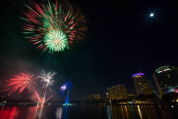 4th of July in Orlando: image of fireworks bursting over Lake Eola in downtown Orlando