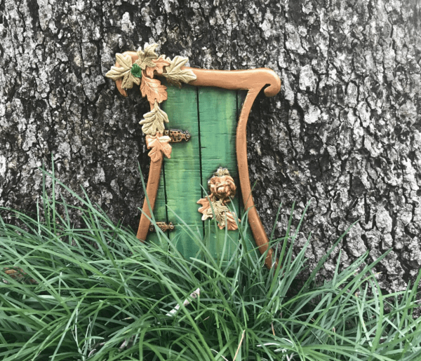 Cheap things to do this weekend in Orlando: image of Enchanted Fairy Doors at Leu Gardens.