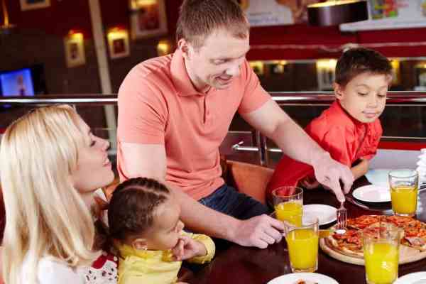 Kids eat free in Orlando - image of family dining out