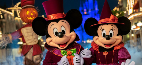 Halloween Orlando: image of Mickey and Minnie dressed in Halloween costumes at Walt Disney World