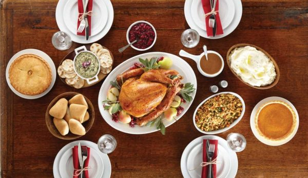 Thanksgiving restaurants in Orlando: image of a Thanksgiving dinner with a turkey and sides