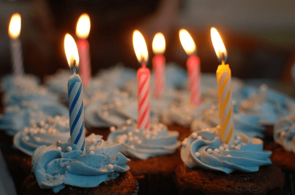 Birthday rewards and discounts: image of cupcakes with birthday candles