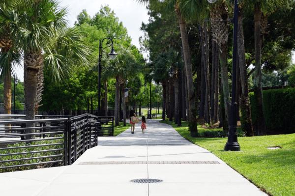 Walking in Orlando: image of people walking at Cranes Roost Park in Altamonte Springs