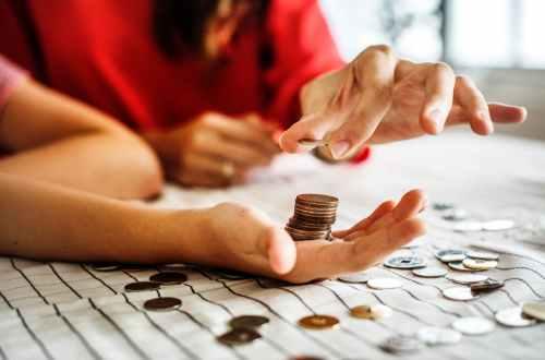 Liczenie pieniędzy - honorarium za pomoc prawną
