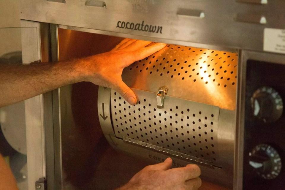 Oro Chocolate 013104-18 Process: Bean-to-Bar