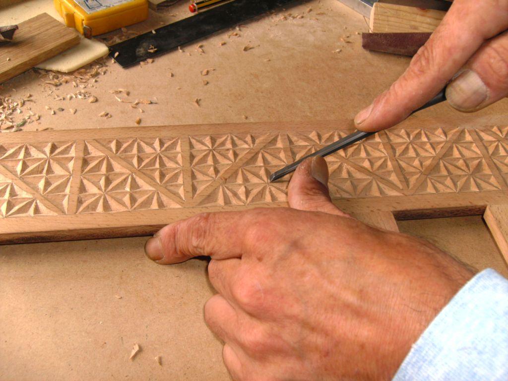 tallando madera A Quincena De Personas Xubiladas De Ouria Xntanse Pa