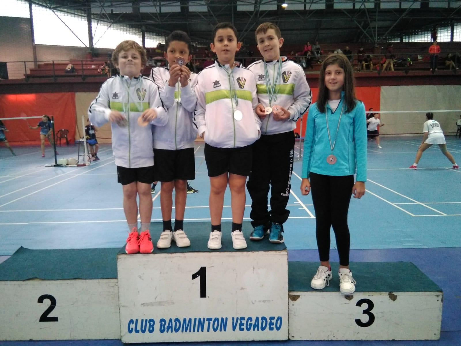 14 Medallas para el Club Bádminton Vegadeo en el Torneo Villa de Vegadeo
