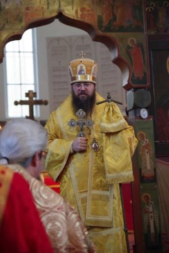 Bishop Irenei greets Priest Vassili Orekhov
