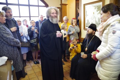 Archpriest Léonid Grilikhès greets Bishop Irenei and the faithful after the Divine Liturgy