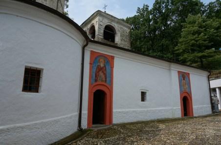 Główne wejścia do cerkwi monasteru Święty Roman w Serbii