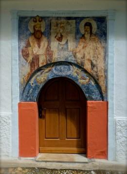 Wejście do krypty, gdzie znajdują się relikwie świętego Romana